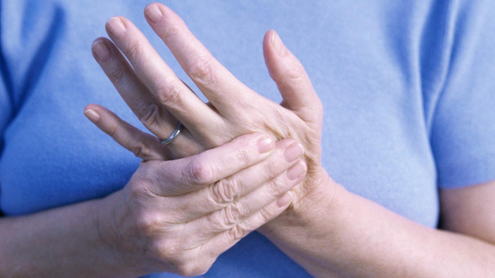 ízületek és kezek fájnak betegség után