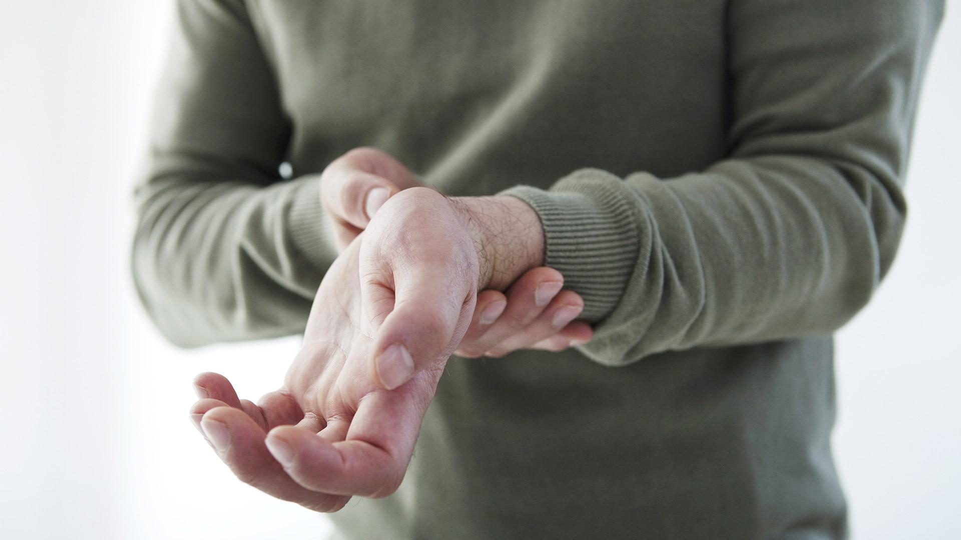 ujjízület fájdalom okozza, hogyan kell kezelni csont- és porcszövet helyreállítási folyamatok
