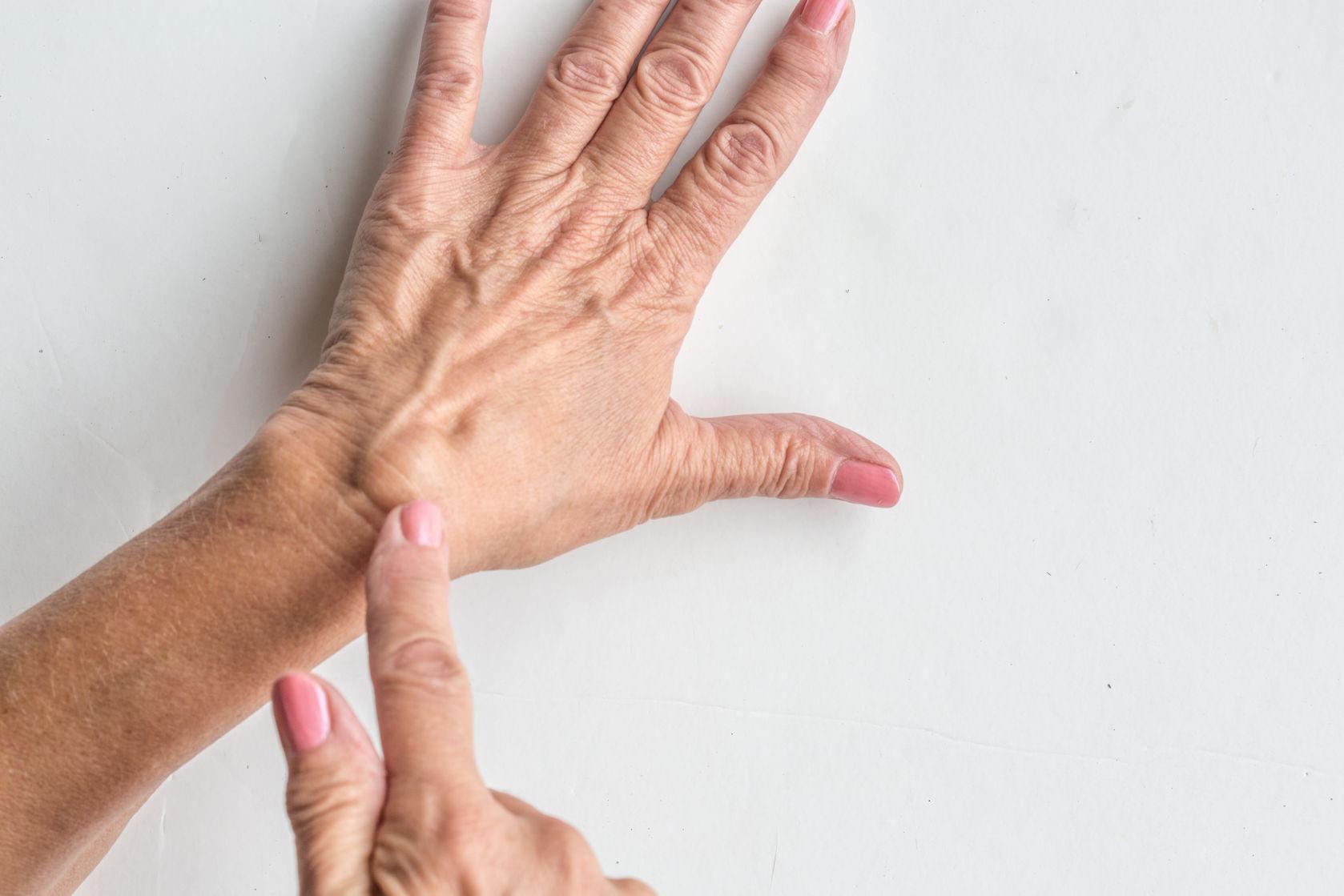 a csukló ízülete meghajolt ízületi és csontfertőzések kezelése