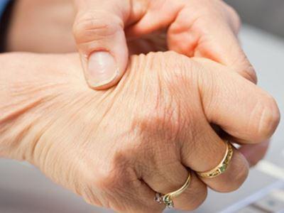 a jobb kéz ízületei fájnak a sacrum ízületeiben fellépő fájdalom okai