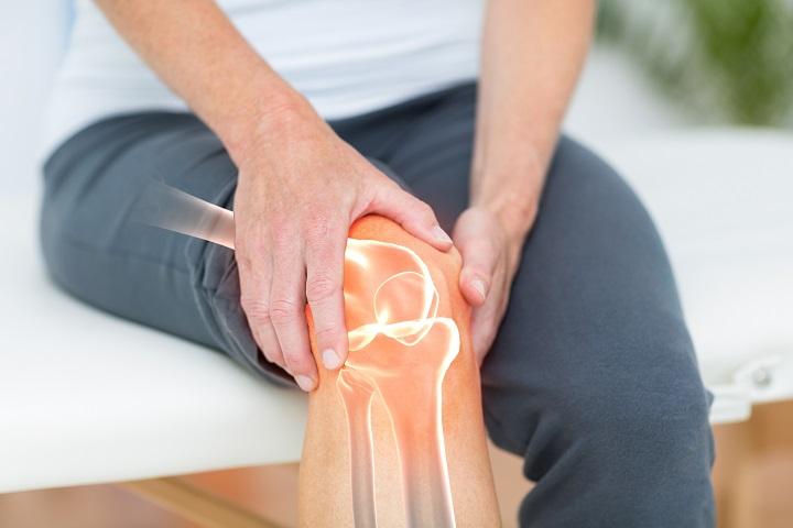 ha a fájdalom csípőízület térdízület kezelése posztoperatív synovitis