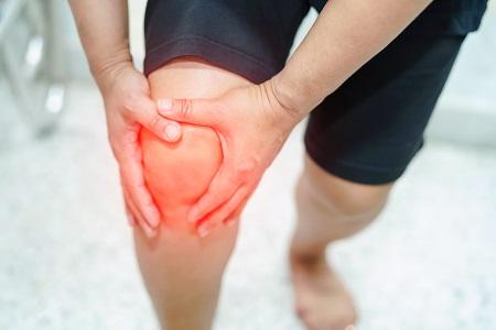fáj térdízületeket húzza