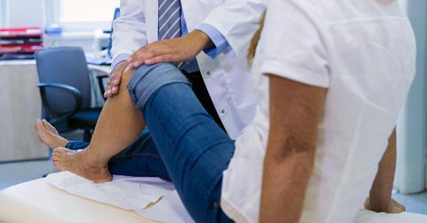 a térdízületi fájdalmak esetén konzultálni kell ízületek és vesék fájnak
