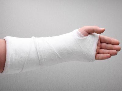 fájdalom és a kézízületek deformációja ínkárosodás a könyökízület tünetei