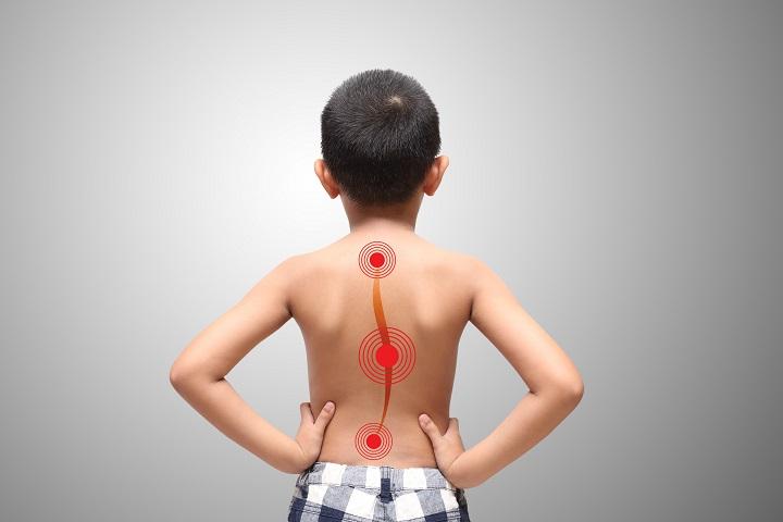 csípő görbület kezelése miért fáj a hát és az ízületek