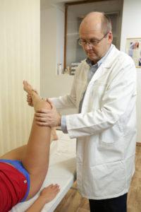 a térdízületi fájdalmak esetén konzultálni kell mi az izületi gyulladás kezelése