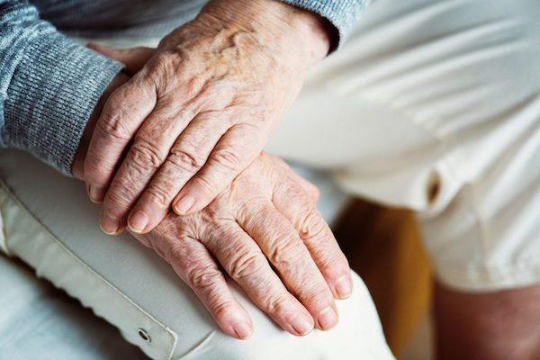 folyadék a könyökízületben sérülés után fájó könyökízület és térd