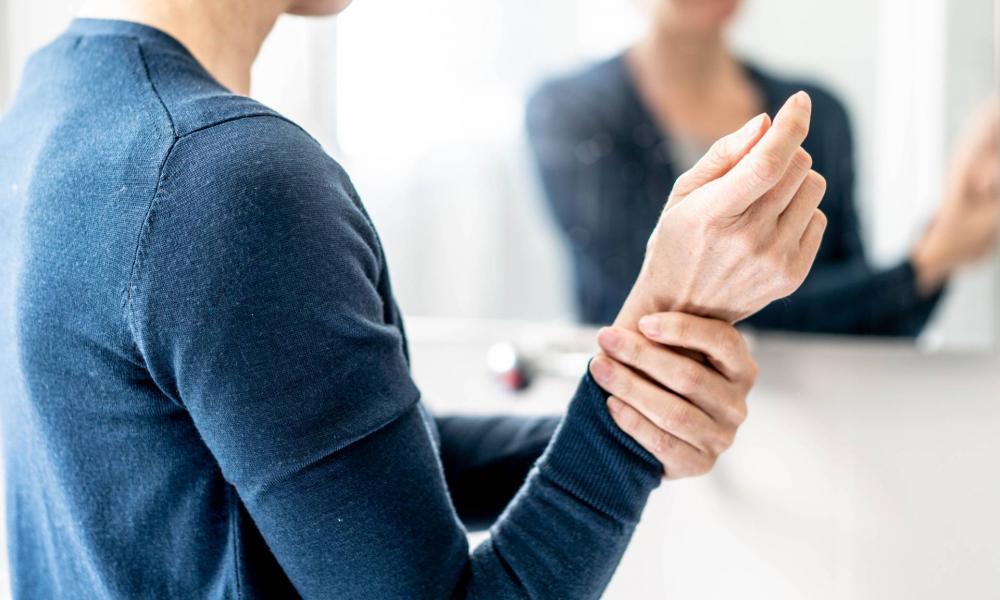 menopauza fájó ízületek ízületi fájdalom és kattanás