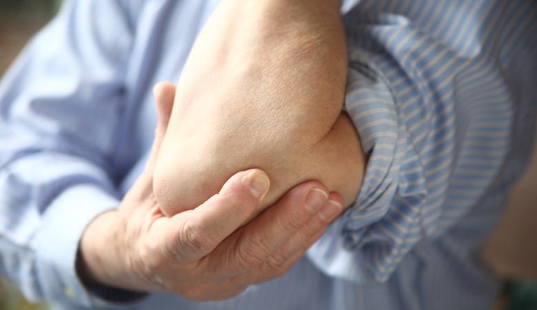 állandó fájó fájdalom a könyökízületben
