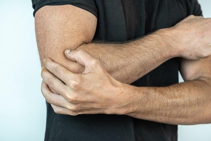 csukló fájdalom ütés az ízületek fájnak egy törött kar után